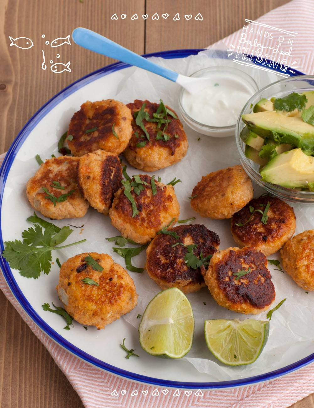 Baby led weaning fish cakes with avocado and mint yogurt dip. This is a perfect baby lunch recipe packed with Omega-3 rich fish and full of vitamins. Lunch ideas for baby led weaning. BLW lunch recipe.