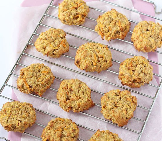 Carrot Apple and Oat Breakfast Cookies from My Fussy Eater. Homemade Baby Finger Food Recipes and Ideas for giving Your Baby Nutritious Finger Foods. These delicious finger food recipe are easy to make and are soft for little hands. Homemade recipe for babies and toddlers from Aileen Cox Blundell from The Baby Led Feeding Cookbook.
