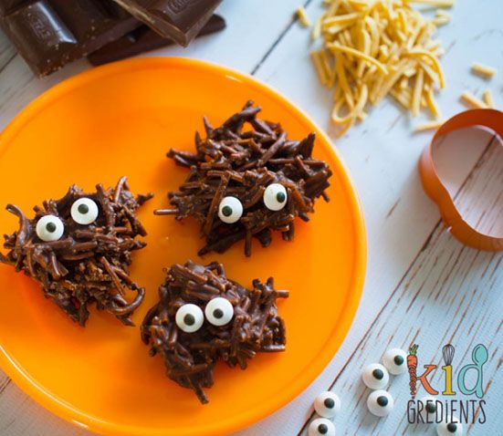 10 Healthy Halloween Foods to make right now! Baby and Toddler Finger Foods Chocolate Swamp Monsters from Kidgredients. Homemade Baby Finger Food Recipes and Ideas for giving Your Baby Nutritious Finger Foods for the halloween season. These delicious halloween finger food recipe are easy to make and are soft for little hands.