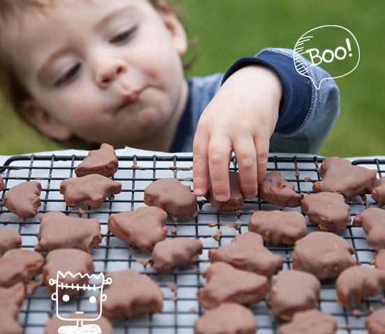 10 Healthy Halloween Foods to make right now! Baby and Toddler Finger Foods Healthy Baby Cookies from Baby Led Feeding. Homemade Baby Finger Food Recipes and Ideas for giving Your Baby Nutritious Finger Foods for the halloween season.