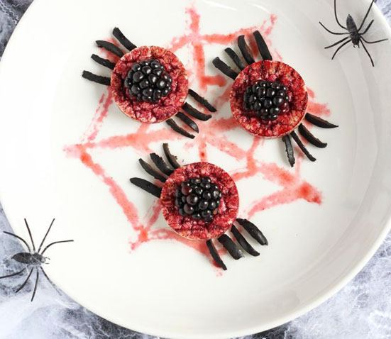 10 Healthy Halloween Foods to make right now! Baby and Toddler Finger Foods Organix Sppky Spider Rice Cakes from My Fussy Eater. Homemade Baby Finger Food Recipes and Ideas for giving Your Baby Nutritious Finger Foods for the halloween season. These delicious halloween finger food recipe are easy to make and are soft for little hands.