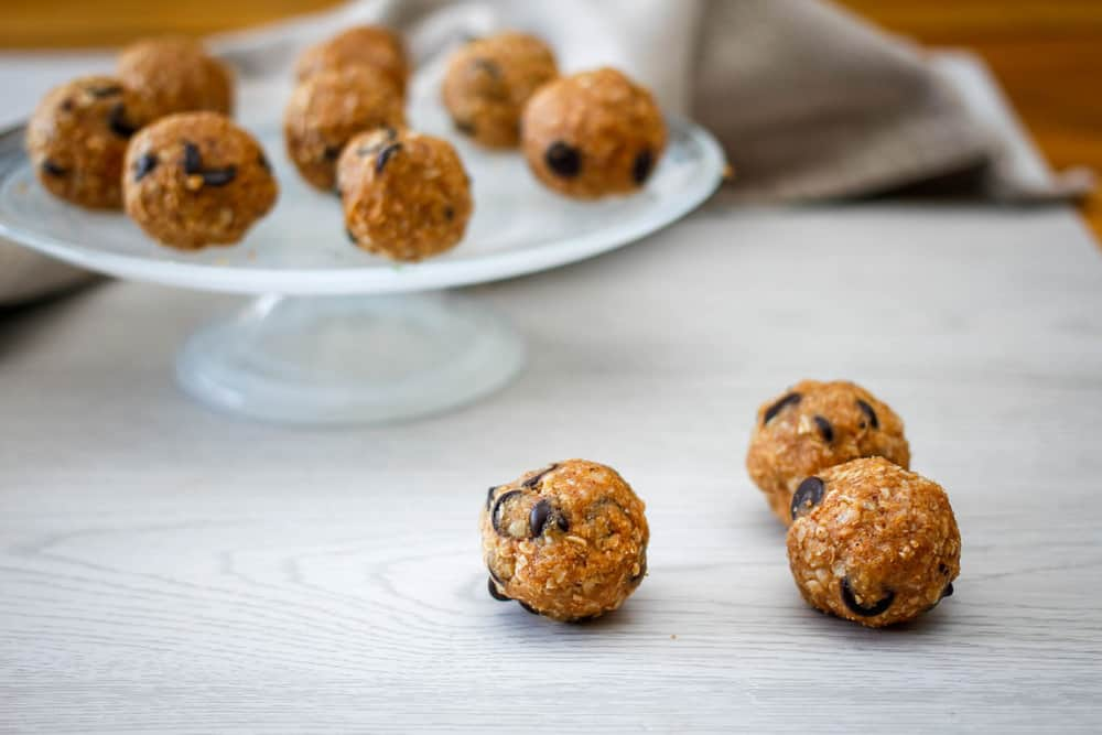 Chocolate-Chip-Oatmeal-Energy-Bites-Cookie-Monster-Bites