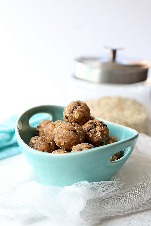Paleo-chocolate-chip-energy-bites